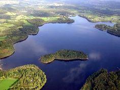 Le Lac des Settons, dans le Morvan en Bourgogne