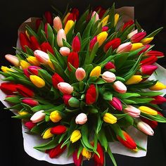 You can order flowers online to give pleasant surprise to your loved one. Let your valentine feel essence of flowers and why these flowers are symbol of beauty which doesn't disappear with age but remain with you for lifetime. Beautiful Bouquet Of Flowers, Beautiful Flower Arrangements, Romantic Flowers, Tulips Flowers, Exotic Flowers, Spring Flowers, Flower Pots, Beautiful Flowers, Tulip Bouquet