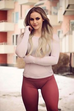 Tight Leggings Camel Toe: 16 thousand results found on Yandex. Sport Fitness, Fitness Workouts, Sporty Outfits, Sexy Outfits, Curvy Women Fashion, Girl Fashion, Looks Pinterest, Girls Jeans, Sexy Hot Girls