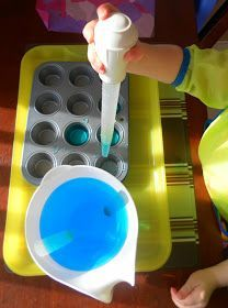 Water Transfer with a baster into muffin tin-very montessori Montessori Trays, Montessori Classroom, Montessori Toddler, Toddler Play, Montessori Activities, Toddler Learning, Motor Activities, Toddler Preschool, Preschool Activities