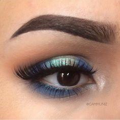 Brows: @anastasiabeverlyhills Dipbrow in Ebony Eyes: @makeupgeektv @makeupgeekcosmetics Peach Smoothie, Frappe, Bitten, Corrupt, Cinderella, Shimma Shimma,