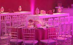 convite para 15 anos modelos de frança preto e pink   Para a mesa de doces foi montada uma espécie de tenda com lustres de ...
