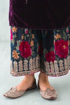 How to wear pants casual trousers 34 ideas Churidar, Anarkali, Lehenga, Salwar Kameez, Indian Attire, Indian Wear, Pakistani Outfits, Indian Outfits, Desi Clothes