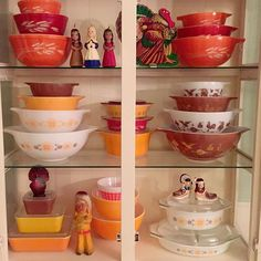 So Autumn ! Vintage Dishware, Vintage Dishes, Vintage Kitchen, Vintage Decor, Vintage Pyrex, Antique Dishes, Antique Glass, Vintage Thanksgiving, Thanksgiving Ideas