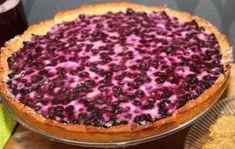 Suklaa on ehdoton suosikkimakuni, mutta mustikka on suosikkimarjani leivonnaisissa. Tämä piirakka toimii erittäin hyvin ilman kananmunaa. Piirakka on mustikkainen ja pohja pehmeä. Pohjaa kannattaa … Pie, Desserts, Food, Kitchen, Pinkie Pie, Tailgate Desserts, Cucina, Deserts, Cooking