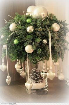 Rustic Greenery Christmas Centerpiece - christmas - Home Lilla Christmas Table Centerpieces, Homemade Christmas Decorations, Christmas Arrangements, Xmas Decorations, Holiday Decor, Centerpiece Ideas, Wedding Centerpieces, Christmas Flowers, Christmas Wreaths