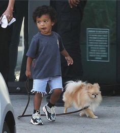 Saint West - 2 years ❤ Adorable little boy taking his puppy for a walk Dec Toddler Boy Fashion, Little Boy Fashion, Kids Fashion, Blackpink Fashion, Cute Baby Boy, Cute Kids, Cute Babies, Baby Boys, Pregnancy Outfits