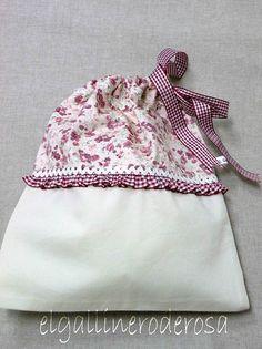 BOLSA DE MERIENDA CERRADA. by el.gallinero, via Flickr Fabric Crafts, Sewing Crafts, Sewing Projects, Diy Sac, Garment Bags, Zipper Bags, Drawstring Bags, Fabric Bags, Little Bag