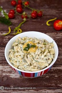 Salad with Bean Paste. Salad with bean paste and garlic mayonnaise (in Romanian) Easy Pasta Recipes, Healthy Salad Recipes, Romanian Food, Romanian Recipes, Bean Paste, Pasta Dishes, Soul Food, Macaroni And Cheese, Food To Make