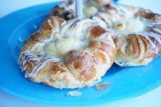 Idag har jag haft en privat bakkurs för en av mina följare! En trogen följare vid namn Hanna som också älskar att baka och ville lära sig baka goda bullar och wienerbröd. Sååå kul! Jag älskar att hålla kurs! Måste fixa en lokal där vi kan vara ett gäng och baka en hel dag. Fatta [...] Munnar, Shrimp, Pancakes, Garlic, Rolls, Bread, Vegetables, Trogen, Breakfast