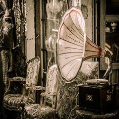 Free photo Flea Market Nostalgia Gramophone Old Junk Vintage - Max Pixel Style Retro, Style Vintage, Vintage Items, Vintage Soul, Vintage Gifts, Vintage Decor, Vintage Jewelry, Paris Flea Markets, Way To Make Money
