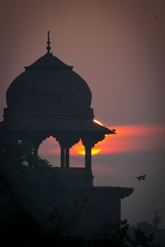 Finding the secret room with a view.  Varanasi     Double pigeon sunrise ,India,temple sunrise