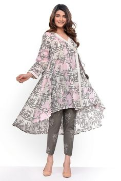 Khaadi Stylish Summer Kurtas & Dresses Pret Spring Collection 2017-18 Stylish Dresses For Girls, Stylish Dress Designs, Frocks For Girls, Casual Summer Dresses, Simple Dresses, Long Dresses, Simple Pakistani Dresses, Pakistani Dress Design, Pakistani Outfits