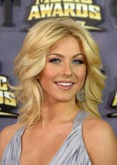 I love Julianne houghs short blonde hair