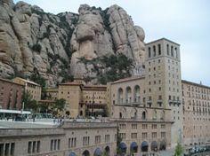 Anem a Montserrat amb nens! Notre Dame, Mount Rushmore, Culture, Mountains, Building, Travel, Paths, Parks, Activities