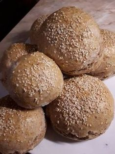 Teljes kiőrlésű házi zsemle Bread Recipes, Diet Recipes, Diabetic Recipes, Healthy Recipes, How To Make Bread, Healthy Life, Hamburger, Food And Drink, Lunch