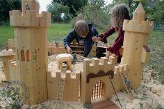 Spielzeug-Ritterburg Set, das exklusive handgefertigte Holzspielzeug von…                                                                                                                                                                                 Mehr