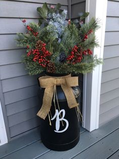 32 Amazing Farmhouse Christmas Porch Decor And Design Ideas. If you are looking for Farmhouse Christmas Porch Decor And Design Ideas, You come to the right place. Below are the Farmhouse Christmas Po. Farmhouse Christmas Decor, Outdoor Christmas Decorations, Christmas Wreaths, Winter Christmas, Farmhouse Decor, Farmhouse Design, Farmhouse Style, Modern Farmhouse, Country Style