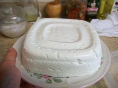 QUESO FRESCO, PANELA, curd: I don't have access to raw milk or trompilla plant, but this is too cool not to share. Cheese Recipes, Cooking Recipes, Queso Panela, Chilean Recipes, Chilean Food, Queso Cheese, Salty Foods, Homemade Cheese, How To Make Cheese