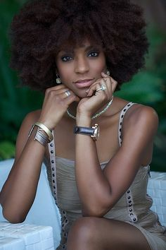 beautiful natural hair  If I were black I would let my hair be natural. It is so awesom!