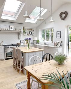 Open Plan Kitchen Living Room, Home Decor Kitchen, Apartment Kitchen, Kitchen Interior, Modern Farmhouse Kitchens, Home Kitchens, Country Kitchen Diner, Rustic Country Kitchens, Shaker Style Kitchens