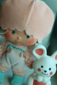 Apricot and Hopsalot----one of my favorite Strawberry Shortcake dolls, mostly cause her hair smelled the best and I liked her little bunny. 1980s Childhood, My Childhood Memories, Sweet Memories, Barbie, Vintage Strawberry Shortcake Dolls, 80s Kids, Oldies But Goodies, Ol Days, Retro Toys