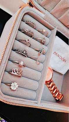 Pandora Jewelry OFF! - >>Pandora Jewelry OFF! Cute Jewelry, Jewelry Box, Jewelry Rings, Jewelry Accessories, Fashion Accessories, Women Jewelry, Fashion Jewelry, Jewlery, Gold Jewelry