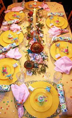 Gorgeous & sunny summer tablescape!