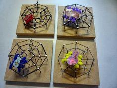 Techniek in de klas: we timmeren een spinnenweb ! / Technology in the classroom: we hammering a spiderweb! Autumn Crafts, Fall Crafts For Kids, Crafts To Do, Projects For Kids, Diy For Kids, Kids Crafts, Arts And Crafts, Theme Halloween, Halloween Kids