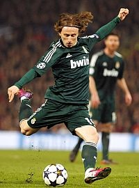 a 'came out of nowhere canonball' ..is simply ..Real Modric . ¡Hala Modric!
