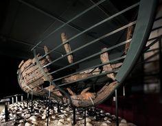 Épave d'Ubierta, Pays basque, vers 1450-1460. Bois. H. 106, 6 cm; L. 272 cm. Bilbao, Musée archéologique de Bizkaia. © Musée archéologique de Bizkaia, Bilbao / Santiago Yanis Aramendia