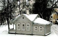 """Деревянная архитектура - вообще одна из """"визитных карточек"""" русской старины. Вряд ли есть у нас хоть один старый город, полностью лишенный деревянного зодчества. Однако некоторые города выделяются особенно - таковых можно вспомнить 10-20 (Архангельск,Козьмодемьянск,Астрахань,…"""