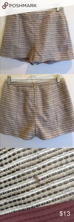 H&M Tweed Dress Shorts 6 H&M Dress Shorts  DESCRIPTION Higher Waist Dress Tweed Shorts Back Zipper Side Pockets  Color: White, Beige, Brown, Gold Stripes Size: 6 Waist: 28 Inches around Rise: 10 inches  Condition: Used once or twice.  Tiny snag. H&M Shorts