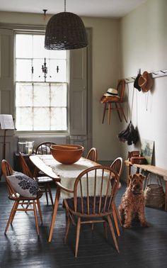 That's it: Ercol plank table and Windsor chairs with carvers on the ends: Dat is het: Ercol-plankentafel en Windsor-stoelen met carvers aan de uiteinden: Ercol Furniture, Home Furniture, Ercol Chair, Country Furniture, Furniture Design, Plank Table, Living Spaces, Living Room, Interior Exterior