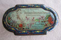Ancienne boite bonbon A LA RENOMMÉE tole litho 1900 - épicerie sweet tin box Vintage Tins, Vintage Labels, Tin Containers, Pretty Box, Vintage Typography, Tin Toys, Tin Signs, Wind Chimes, Crates