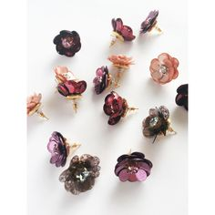 Sequin flower stud earrings set (peach) ($75) ❤ liked on Polyvore featuring jewelry, earrings, clear earrings, earring jewelry, sequin jewelry, floral stud earrings and flower earrings