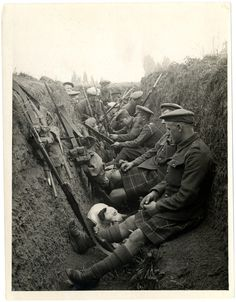 Highland Territorials in a trench, La Gorgue, France, by H. D. Girdwood, 1915