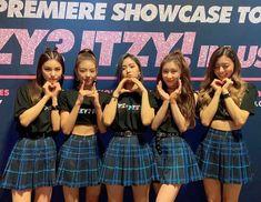 Kpop Girl Groups, Korean Girl Groups, Kpop Girls, Comeback Stage, Twitter Update, Youtube, K Idols, South Korean Girls, My Girl