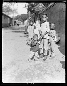 Kids in Beijing 1917-1919 photo by Sidney David Gamble