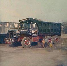 Mack Dump Truck, Old Mack Trucks, Big Rig Trucks, Dump Trucks, Model Truck Kits, Vintage Iron, Vintage Trucks, Classic Trucks, Heavy Equipment