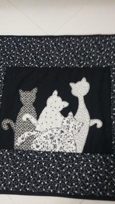 Jogo de banheiro em patchwork com aplicação de gatos