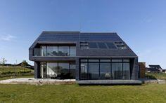 """""""Sådan bygger du bæredygtigt"""" fra b.dk. Denne artikel er konstruktiv, da den kommer med konkrete muligheder på, hvordan man kan bygge sit hus mere bæredygtigt - samtidig er det en slags opfølgning på den mangeårig konflikt om at være mere bæredygtig."""