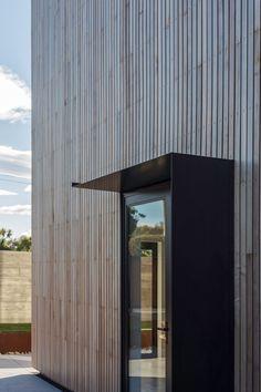 cedar rain screen at the whittaker cube in kakanui, new zealand // dravitzki & brown