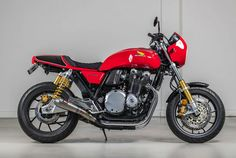 2019 Honda RS First Look: This anniversary tribute to the iconic Honda is a factory-authorized custom motorcycle. Cb750 Honda, Honda Cb1100, Honda S, Honda Logo, Honda Motorcycles, Custom Motorcycles, Custom Bikes, Honda Bikes, Leather Seat Covers