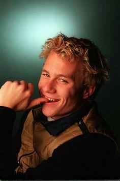Heath Ledger Smile, Heath Ledger Joker, Beautiful Men Faces, Beautiful Boys, Beautiful People, Hey Gorgeous, Pretty Men, Pretty Boys, Heath Leadger