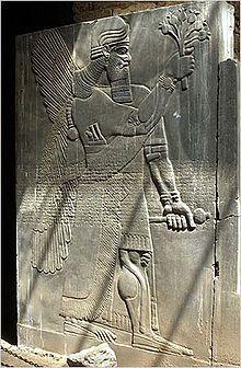 Image issue du site Web http://www.fait-religieux.com/images/pages/moyen_orient/220px_nimrud_stele.jpg