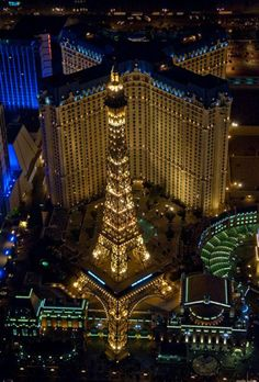 Another amazing view of the Las Vegas Strip- going there in September for the first time! Las Vegas Hotels, Paris Las Vegas, Las Vegas Vacation, Las Vegas Nevada, Find Cheap Hotels, San Diego, Holiday Destinations, Unique Buildings, Architecture