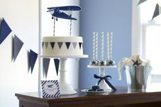 This Vintage Airplane Birthday Party is sooo adorable!! Change up the colors for your little Amelia Earhart. #stylishkidsparties