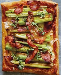 To make this leek and pancetta pastry toast recipe, an easy yet impressive dish for an impromptu weekend brunch, use purchased puff pastry and they'll come together in no time. Williams Sonoma, Maisie Williams, Bobby Flay Brunch, Simple Spinach Salad, Puff Pastry Recipes, Puff Pastries, Frozen Puff Pastry, Cauliflower Crust Pizza, Feta Pizza