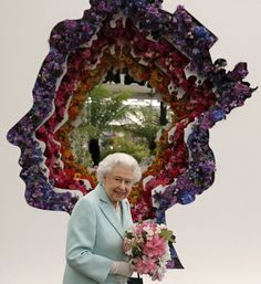 Pin for Later: Celebs and Royals Rub Shoulders at the Chelsea Flower Show Queen Elizabeth II